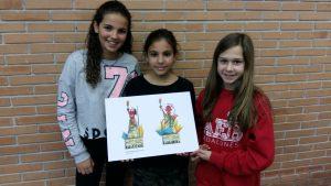 La Nora, la Claudia i l'Alexandra amb el disseny triat